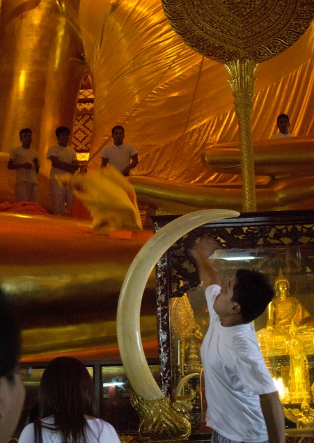 Ayuttaya giant buddha ceremony 3