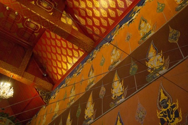 Ayuttaya giant buddha strings overhead 2